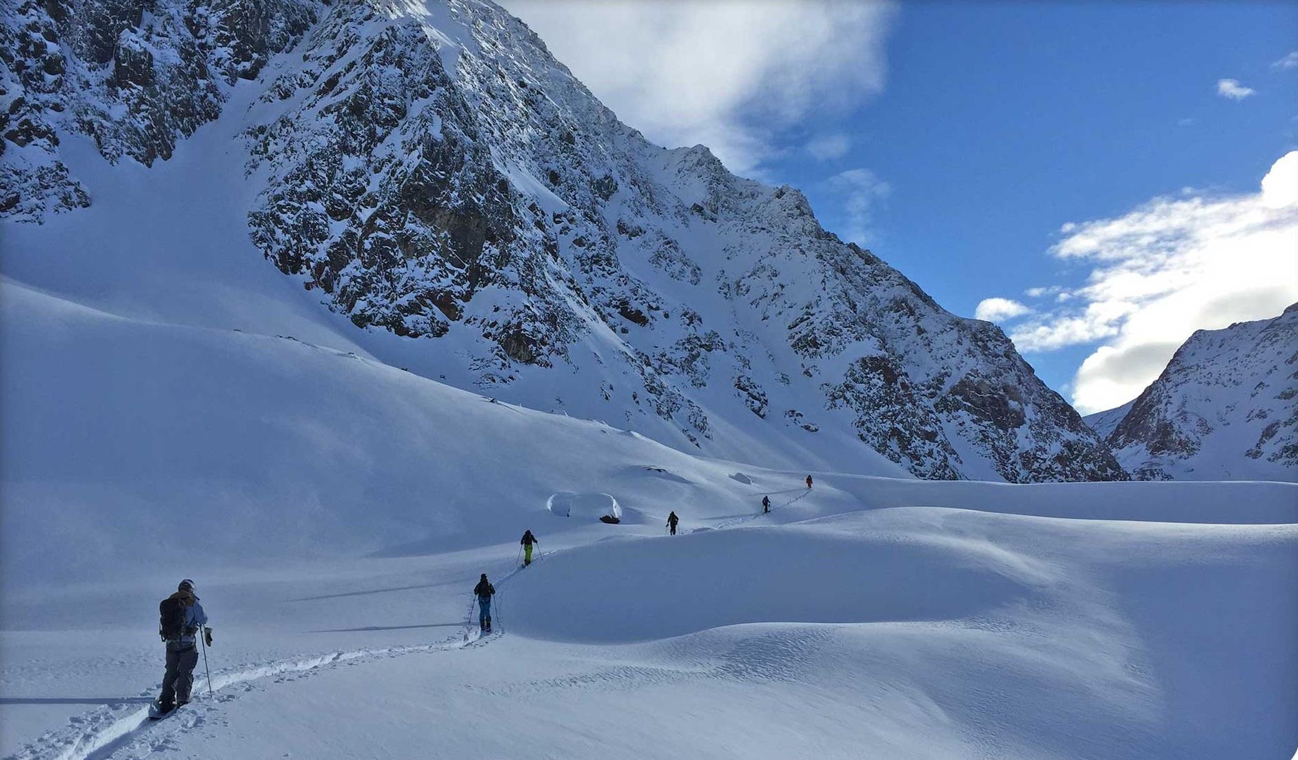 Groep mensen op trektocht in Tirol