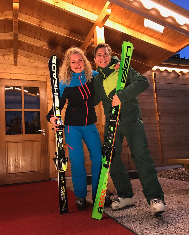 man en vrouw in wintersport kleding