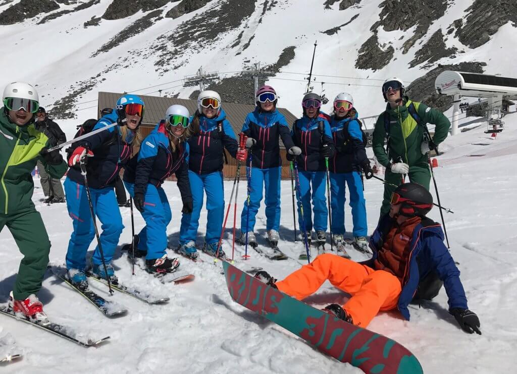 Geoefend bij Indoor skibaan in de praktijk brengen in de echte sneeuw